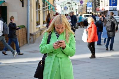 texting-walking