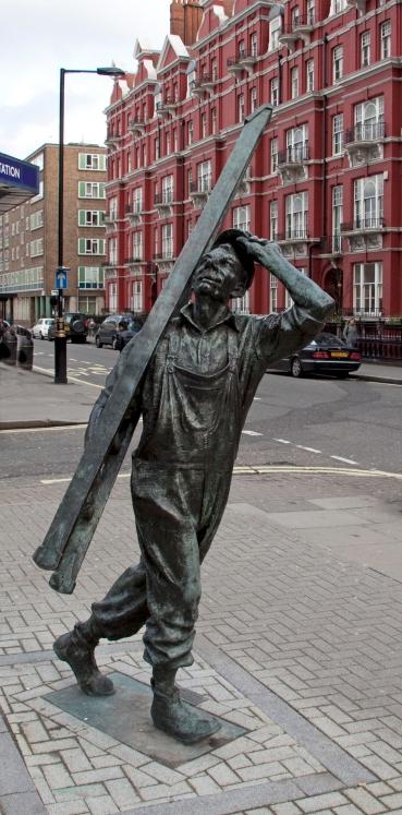 Window_Cleaner_sculpture,_Chapel_Street,_Marylebone